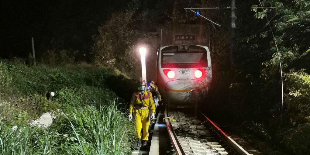 Número de mortos no descarrilamento de trem em Taiwan sobe para 50