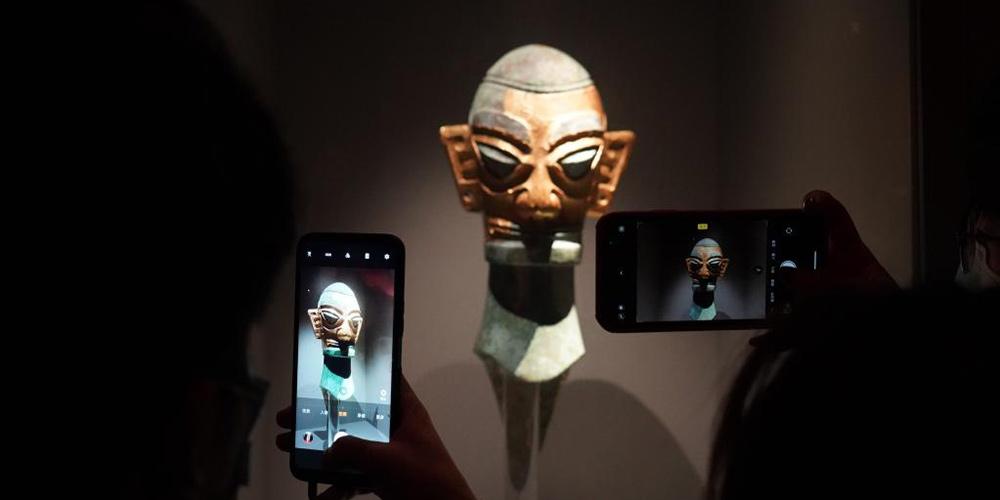 Pessoas visitam o Museu de Sanxingdui em Sichuan