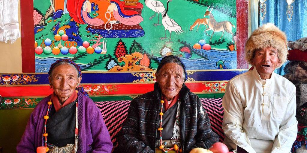 Povo tibetano tornou-se dono de seus próprios assuntos mediante reforma democrática