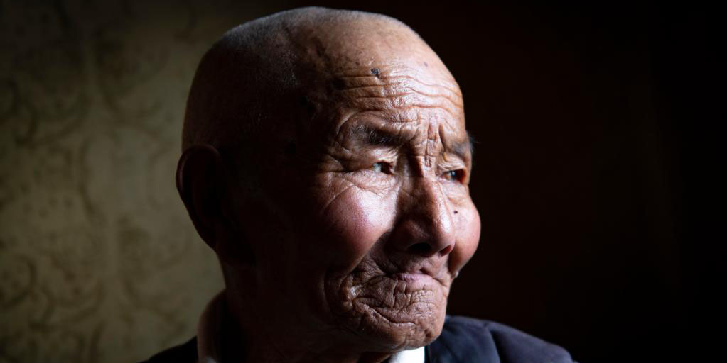 Fotos: ex-servo abraça nova vida após revolução democrática