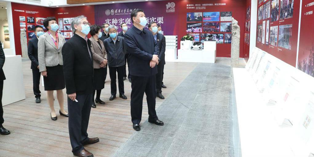 Xi visita Tsinghua e destaca construção de universidades de classe mundial para servir à nação
